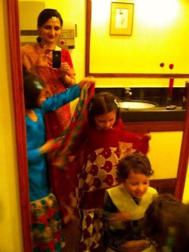 mother-daughters-dupatta-adjusting-bonding